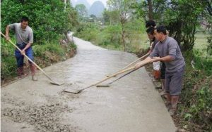 农村修路大设备进出困难,修路工程怎么继续下去?
